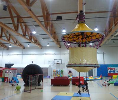 Instalación de Orugami en un parque infantil